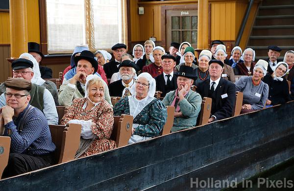 Nederland Broek op Langedijk 2015.  Nationale Folkloredag, met veel mensen in Nederlandse  klederdracht, bij Museum de BroekerVeiling. De Broekerveiling is de oudste doorvaarveiling ter wereld