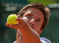Paris, France, 25 June, 2016, Tennis, Roland Garros,  Igor Sijsling (NED) serves<br /> Photo: Henk Koster/tennisimages.com