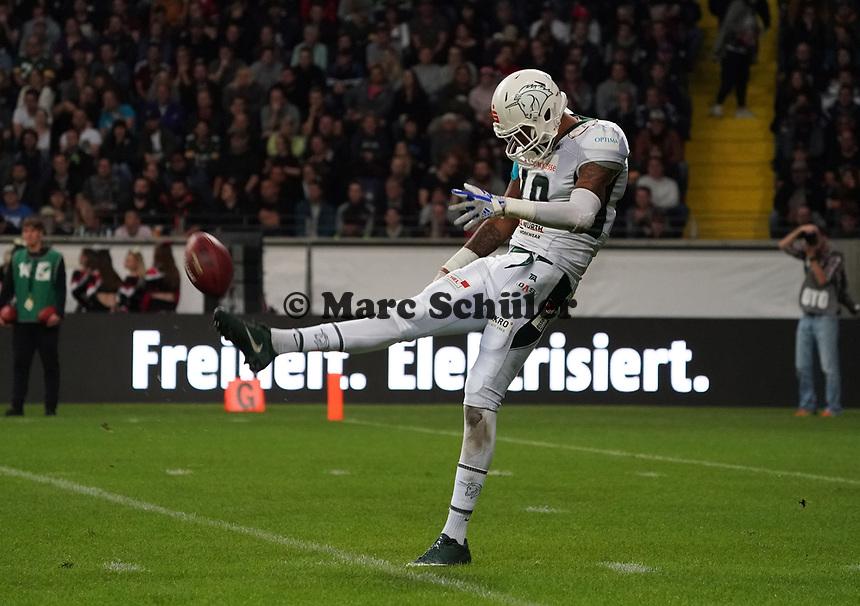 Punt QB James Slack (Schwäbisch Hall Unicorns) - 12.10.2019: German Bowl XLI Braunschweig Lions vs. Schwäbisch Hall Unicorns, Commerzbank Arena Frankfurt