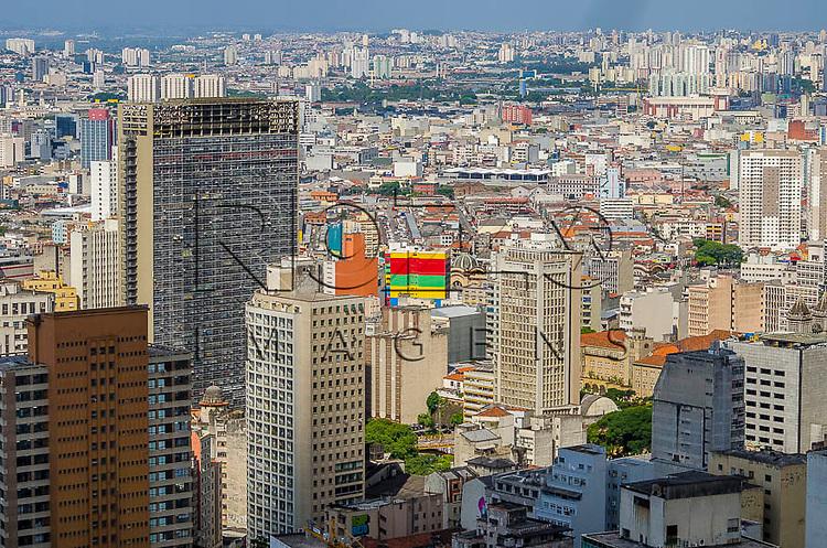 Vista  do centro da cidade e do Edifício Mirante do Vale, a partir do Edifício Itália, São Paulo - SP, 01/2014.
