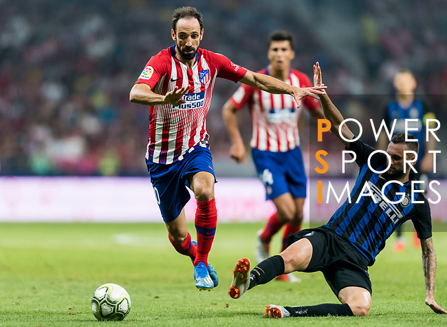 Juan Francisco Torres Belen, Juanfran, of Atletico de Madrid fights for the ball with Danilo D'Ambrosio of FC Internazionale during their International Champions Cup Europe 2018 match between Atletico de Madrid and FC Internazionale at Wanda Metropolitano on 11 August 2018, in Madrid, Spain. Photo by Diego Souto / Power Sport Images