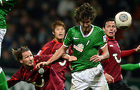 FUSSBALL   1. BUNDESLIGA   SAISON 2013/2014   11. SPIELTAG SV Werder Bremen - Hannover 96                         03.11.2013 Christian Schulz (li, Hannover) gegen Santiago Garcia (re, SV Werder Bremen)