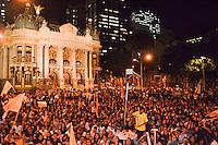 RIO DE JANEIRO, RJ, 16 AGOSTO 2012 -  ELEICOES 2012-MARCELO FREIXO- O candidato a Prefeito do Rio de Janeiro pelo PSOL, Marcelo Freixo, reune centenas de jovens na Cinelandia, centro do Rio de Janeiro.(FOTO:MARCELO FONSECA / BRAZIL PHOTO PRESS).