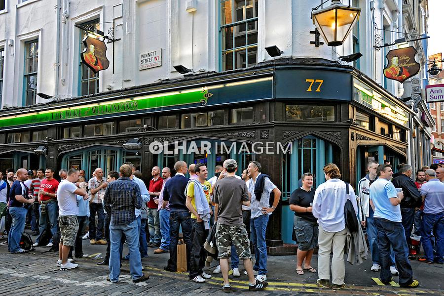 Bar de gays na Rua Wardour Street em Londres. Inglaterra. 2008. Foto de Juca Martins.