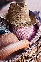 Europe/France/Rhône-Alpes/74/Haute-Savoie/Manigod: Chapeaux pour les estivants  sur la terrasse du restaurant Chalet Hôtel la Croix Fry