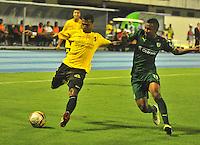 BARRANCABERMEJA- COLOMBIA - 19-08-2016: Estefano Arango (Izq.) jugador de Alianza Petrolera, disputa el balón con Amaury Torralvo (Der.) juagador de La Equidad, durante partido Alianza Petrolera y La Equidad, por la fecha 9 por la Liga Aguila II 2016 en el estadio Daniel Villa Zapata en la ciudad de Barrancabermeja. / Estefano Arango (L) player of Alianza Petrolera, figths the ball with Amaury Torralvo (R) player of La Equidad, during a match between Alianza Petrolera and La Equidad, for date 9 of the Liga Aguila II 2016 at the Daniel Villa Zapata stadium in Barrancabermeja city. Photo: VizzorImage  / Jose D Martinez / Cont.