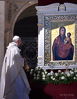 icon of the Mother of God  in Zarvanytsia Ukrainian<br /> Pope Francis leads a mass for the canonization of 35 new saints on October 15, 2017 at St Peter's square. Pope Francis celebrates a Holy Mass today with canonizations of 35 new saints, including thirty martyrs murdered in Brazil in the 17th century by Dutch Calvinists, three Mexican teenagers who died in the 16th century, and Italian Capuchin Angelo d'Acri and the Spanish priest Faustino of the Incarnation.