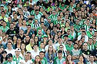 MEDELLÍN -COLOMBIA-13-04-2017. Hichas de Atlético Nacional de Colombia ven desolados el encuentro con Botafogo de Brasil por la fecha 2, fase de grupos, de la Copa CONMEBOL Libertadores Bridgestone 2017 jugado en el estadio Atanasio Girardot de la ciudad de Medellín. / Fans of Atletico Nacional of Colombia watch the game against Botafogo of Brazil for the date 2, group  phase, of the Copa CONMEBOL Libertadores Bridgestone 2017 played at Atanasio Girardot stadium in Medellin city. Photo: VizzorImage/ León Monsalve /Cont