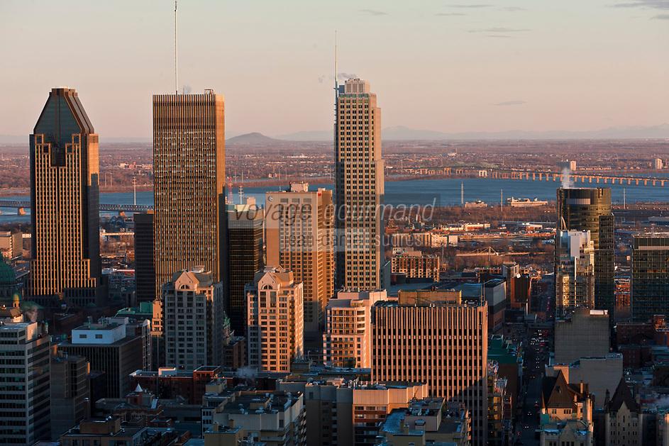 Amérique/Amérique du Nord/Canada/Québec/Montréal: La ville et le fleuve Saint-Laurent, vus depuis Le sommet du mont Royal : 233 m