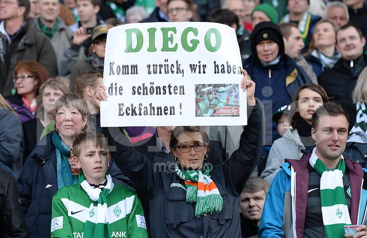 FUSSBALL   1. BUNDESLIGA   SAISON 2012/2013    30. SPIELTAG SV Werder Bremen - VfL Wolfsburg                          20.04.2013 Werder Fans mit einem Schild: DIEGO Komm zurueck, wir haben die schoensten Eckfahnen