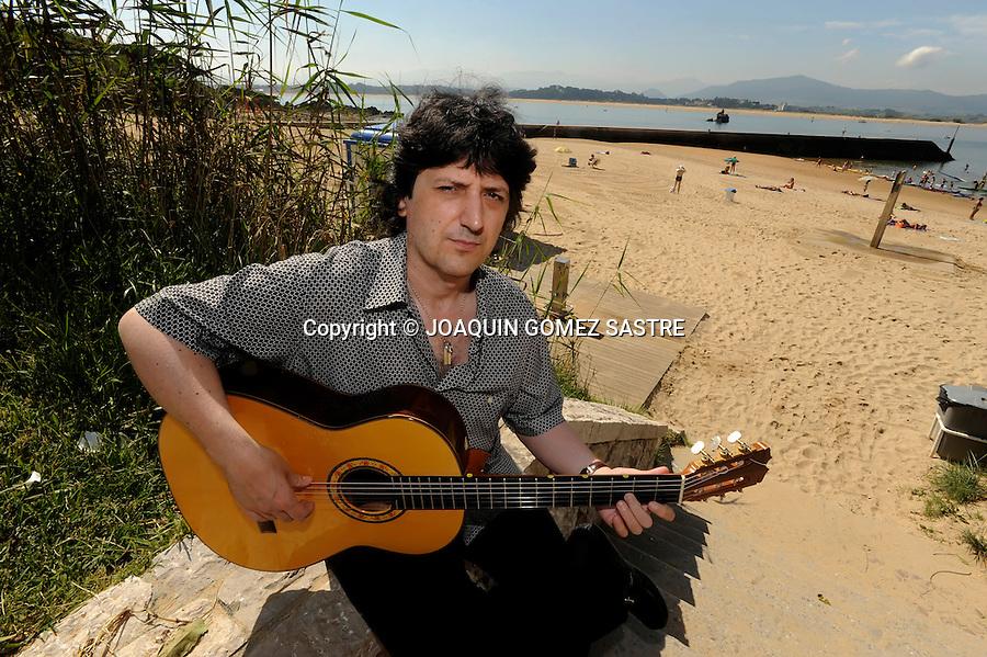 """5 AGOSTO 2009 .El guitarrista Juan Manuel Cañizares  imparte un curso magistral en la UIMP """" Curso Magistral de Guitarra Flamenca"""".foto © joaquin  GOMEZ SASTRE"""
