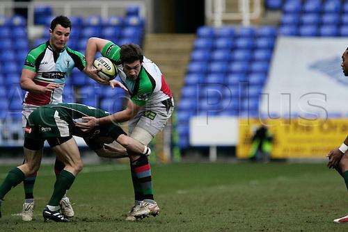 31st January  2009. Guinness rugby premiership,London Irish V Harlequins madejski London, George \lowe gets past two irish players. Photo: Steven Harrington/Actionplus.