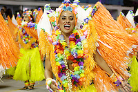 SAO PAULO, SP, 16 DE FEVEREIRO 2013 - CARNAVAL SP - DESFILE DAS CAMPEÃS  - Integrantes da escola de samba Rosas de Ouro: Vice-campeã do Grupo Especial, durante desfile das campeãs  no Sambódromo do Anhembi na região norte da capital paulista, na madrugada deste sábado, 16. (FOTO:  LOLA OLIVEIRA / BRAZIL PHOTO PRESS).