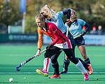 Laren - Laura Nunnink (OR) met Lisanne de Lange (Lar)  tijdens de Livera hoofdklasse  hockeywedstrijd dames, Laren-Oranje Rood (1-3).  COPYRIGHT KOEN SUYK