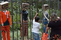 BELO HORIZONTE-MG-15.09.2013-Primeira virada cultural de Belo Horizonte- gari fashion-roupas de material reciclado feitas pelas garis expostas no parque municipal- domingo,15-(Foto: Sergio Falci / Brazil Photo Press) domingo,15-(Foto: Sergio Falci / Brazil Photo Press)
