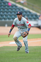Salem Red Sox third baseman Deiner Lopez (10) on defense against the Winston-Salem Dash at BB&T Ballpark on May 31, 2015 in Winston-Salem, North Carolina.  The Red Sox defeated the Dash 6-5.  (Brian Westerholt/Four Seam Images)