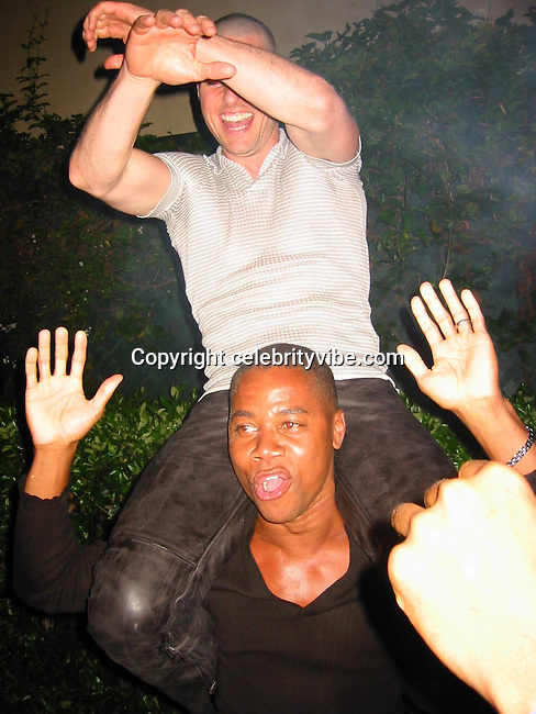 Tom Cruise & Cuba Gooding Jr..Tom Cruise's 39th  Birthday Party.Buffalo Club.Los Angeles, CA.June 06, 2001.Photo by CelebrityVibe.ccom..
