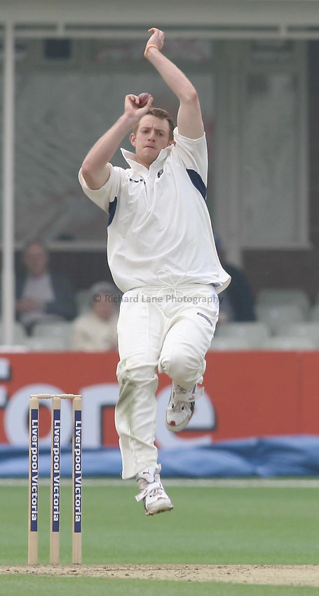 Photo: Paul Davies. .Warwickshire v Hampshire. LV County Championship, Division 1. 09/05/2006..Warwickshire's James Anyon in his delivery stride.
