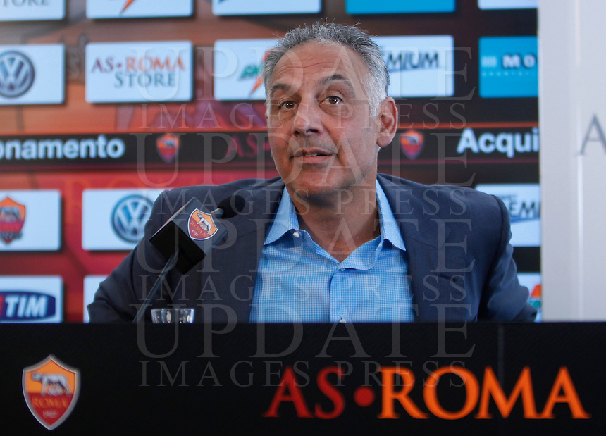 Il presidente della Roma James Pallotta tiene una conferenza stampa insieme al capitano della squadra in occasione del rinnovo del contratto del calciatore. Centro sportivo Fulvio Bernardini di Trigoria, Roma, 20 settembre 2013.<br /> AS Roma football president James Pallotta attends a joint press conference with team's captain in occasion of the renewal of his contract at the club's sporting center in Rome, 20 September 2013.<br /> UPDATE IMAGES PRESS/Isabella Bonotto