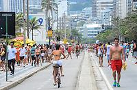 RIO DE JANEIRO, RJ, 15.12.2013 - CLIMA TEMPO / PRAIA / IPANEMA / RJ-  Movimentação de banhistas na praia de ipanema, na tarde deste domingo (15), com tempo nublado e calor, em ipanema zona sul da cidade do Rio de Janeiro, na  desta . (Foto: Marcelo Fonseca / Brazil Photo Press).