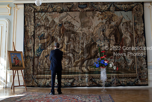 United States President Barack Obama admires a tapestry at Prague Castle in Prague, Czech Republic, Thursday, April 8, 2010.  .Mandatory Credit: Pete Souza - White House via CNP