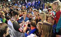 Handball - All Star Game 2014 am 01.02.2014 in der Arena Leipzig (Sachsen). Wie bereits in den Vorjahren misst sich die Handball Nationalmannschaft mit einer Auswahl von Spielern der DKB Handball-Bundesliga. <br /> IM BILD: Uwe Gensheimer (GER) gibt nach dem Spiel Autogramme <br /> Foto: Christian Nitsche