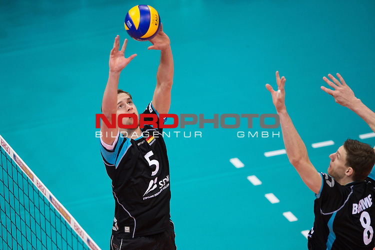 04.01.2014, MHP Arena, Ludwigsburg<br /> Volleyball, Qualifikation WM 2014, Deutschland vs. Estland<br /> <br /> Zuspiel Sebastian K&uuml;hner / Kuehner (#5 GER), Marcus B&ouml;hme / Boehme (#8 GER)<br /> <br />   Foto &copy; nordphoto / Kurth