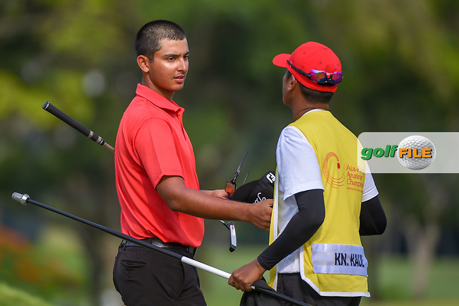Kshitij Naveed KAUL (IND) shakes hands with his caddie following Rd 1 of the Asia-Pacific Amateur Championship, Sentosa Golf Club, Singapore. 10/4/2018.<br /> Picture: Golffile | Ken Murray<br /> <br /> <br /> All photo usage must carry mandatory copyright credit (© Golffile | Ken Murray)