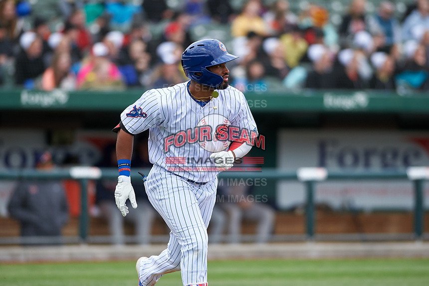 South Bend Cubs Jonathan Sierra (32) runs to first base during a Midwest League game against the Cedar Rapids Kernels at Four Winds Field on May 8, 2019 in South Bend, Indiana. South Bend defeated Cedar Rapids 2-1. (Zachary Lucy/Four Seam Images)