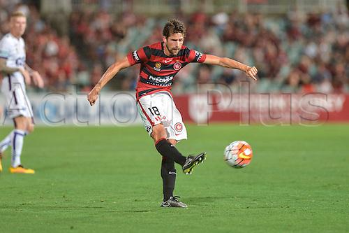 26.02.2016. Pirtek Stadium, Parramatta, Australia. Hyundai A-League. Western Sydney Wanderers versus Perth Glory. Wanderers midfielder Andreu shoots from long range.