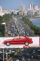 INDIA Mumbai Bombay, traffic at Marine Drive and Hyundai car advertisement billboard / INDIEN Bombay Mumbai, Autoverkehr am Marine Drive Straße am arabischen Meer, Werbeplakat des Autohersteller Hyundai - - werben skyline Hochhaus Hochhäuser Immobilie Immobilien Markt modernes Moderne Investitionen Investition Wachstum Infrastruktur Entwicklung Auto fahren Autofahrer Autos Automarkt Autohersteller Automobil Konsum Verbraucher konsumieren verkaufen Automobilhersteller Autoindustrie Automobilindustrie Absatz Absatzmarkt Umweltbelastung Umweltverschmutzung Abgas Abgase Emission Emissionen Emissionshandel Luft Luftverschmutzung Stau CO2 Klima Klimawandel Verkehr Menschen Arbeitsplätze Arbeitplatz Angestellte Job Jobs Arbeit Beschäftigung Bevölkerung Bevölkerungswachstum Stadt Megacity Mega-city Städtewachstum urban urbanes leben Urbanität mobil Mobilität Infrastruktur Straßennetz Verkehr Transport Gesellschaft Inder indisch - building tower modern architecture urban citylife infrastructure development growth car industry market emission climate consumer consume global warming climat change exhaust environment skyscrapper at sea advertisement advertise rush hour population crowd