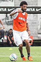 SÃO PAULO, SP, 17.11.2015 - FUTEBOL-CORINTHIANS -  Cristian jogador do Corinthians durante sessão de treinamento no Centro de Treinamento Joaquim Grava na região leste de São Paulo nesta terça-feira, 17. (Foto: Marcos Moraes/Brazil Photo Press)
