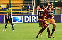 FLORIDABLANCA -COLOMBIA, 02-11-2014.  Jugadores de Deportes Tolima celebran el gola anotado por  Yimmy Chara (fuera de toma) a Alianza Petrolera durante encuentro  por la fecha 17 de la Liga Postobon II 2014 disputado en el estadio Alvaro Gómez Hurtado de la ciudad de Floridablanca./ Players of Deportes Tolima celebrater a goal scored of Yimmy Chara (out the frame) to Alianza Patrolera during match for the 17th date of the Postobon League II 2014 played at Alvaro Gomez Hurtado stadium in Floridablanca city Photo:VizzorImage / Duncan Bustamante / STR