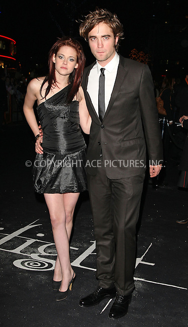 "Kristen Stewart and Robert Pattinson at the UK premiere of ""Twilight"" held at the Vue Leicester Square in.London - 03 December 2008..FAMOUS PICTURES AND FEATURES AGENCY 13 HARWOOD ROAD LONDON SW6 4QP UNITED KINGDOM tel +44 (0) 20 7731 9333 fax +44 (0) 20 7731 9330 e-mail info@famous.uk.com www.famous.uk.com.FAM24809"