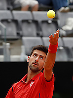 Il serbo Novak Djokovic al servizio nel corso degli Internazionali d'Italia di tennis a Roma, 11 maggio 2016.<br /> Serbia's Novak Djokovic serves the ball to France's Stephane Robert at the Italian Open tennis tournament, in Rome, 11 May 2016.<br /> UPDATE IMAGES PRESS/Isabella Bonotto