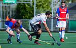 AMSTELVEEN - Valentin Verga (Adam) met Leon van Barneveld (SCHC)   tijdens  de hoofdklasse competitiewedstrijd hockey heren,  Amsterdam-SCHC (3-1).  COPYRIGHT KOEN SUYK
