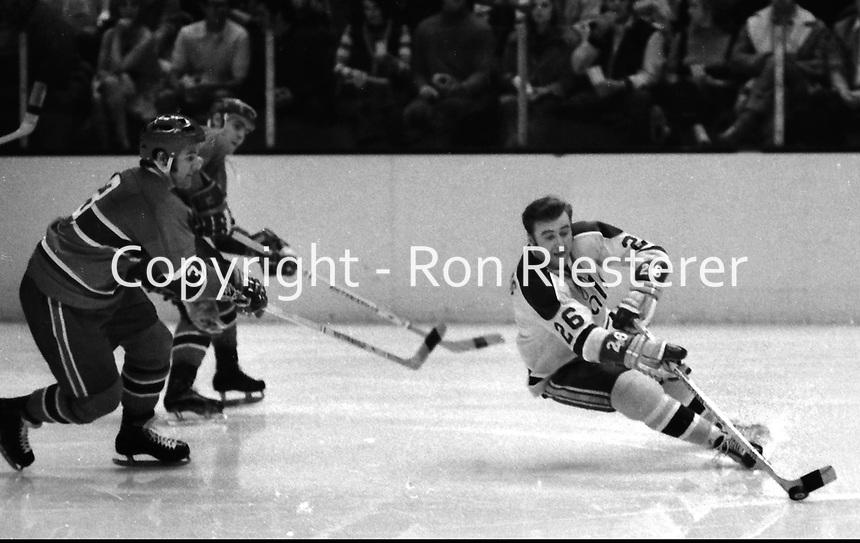 California Golden Seals vs Montreal, #26 Tom Williams.<br /> (1971 photo/Ron Riesterer)