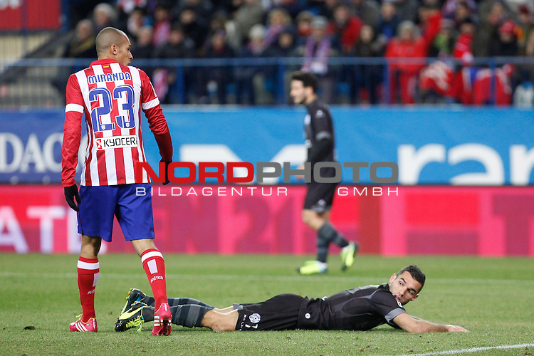 Atletico de Madrid¬¥s Miranda (L) and  Levante¬¥s Barral during La Liga 2013-14 match at Vicente Calderon stadium, Madrid. December 21, 2013. Foto © nph / Victor Blanco)