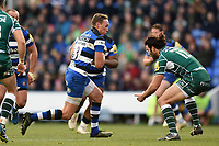 James Wilson of Bath Rugby goes on the attack. Aviva Premiership match, between London Irish and Bath Rugby on November 19, 2017 at the Madejski Stadium in Reading, England. Photo by: Patrick Khachfe / Onside Images