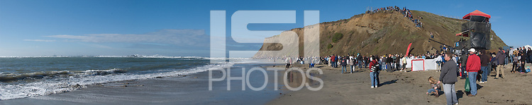The 2008 Mavericks Surf Contest in Half Moon Bay, Calif., Saturday, January 12, 2008...Photomerge by David Calvert/isiphotos.com