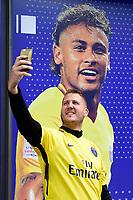 illustration du PSG Megastore au Parc des Princes a l effigie de Neymar - T Shirt de Neymar JrNegozio Paris Saint Germain con maglie Neymar <br /> 04-08-2017 Parco dei Principi <br /> Calcio Ligue 1 2017/2018 <br /> Foto Bibard/ Panoramic/Insidefoto