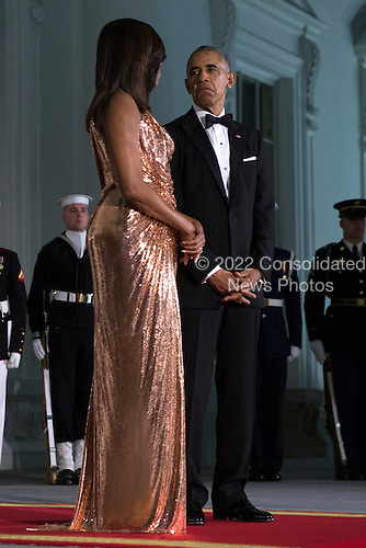 US President Barack Obama (R) and First Lady Michelle Obama (L) wait to greet Italian Prime Minister Matteo Renzi and Italian First Lady Agnese Landini prior to the state dinner at the White House in Washington DC, USA, 18 October 2016. President Obama and First Lady Michelle Obama are hosting their final state dinner featuring celebrity chef Mario Batali and singer Gwen Stefani performing after dinner. <br /> Credit: Shawn Thew / Pool via CNP