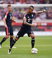 Fussball  1. Bundesliga  Saison 2015/2016  29. Spieltag  VfB Stuttgart  - FC Bayern Muenchen    09.04.2016 Arturo Vidal (FC Bayern Muenchen) mit Ball