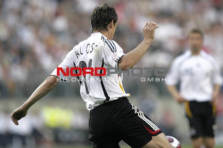 Qualifikation  EM 2007 Gruppe: D<br /> <br /> Deutschland (GER) - Slowakei ( SVK ) 2:1<br /> <br /> Miroslav Klose - Rueckansicht<br />  <br /> Foto &copy; nordphoto <br /> <br /> <br /> <br />  *** Local Caption ***