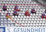 FussballFussball: agnph001:  1. Bundesliga Saison 2019/2020 27. Spieltag 23.05.2020<br />SC Freiburg - SV Werder Bremen<br />Die Ersatzspieler des SC Freiburg sitzen mit Abstand auf der Tribuehne.<br />FOTO: Markus Ulmer/Pressefoto Ulmer/ /Pool/gumzmedia/nordphoto<br /><br />Nur fŸr journalistische Zwecke! Only for editorial use! <br />No commercial usage!