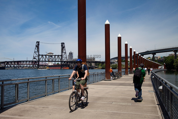 The Vera Katz Eastbank Esplanade is 1.5 miles long, extending north from the Hawthorne Bridge, past the Morrison and Burnside Bridges to the Steel Bridge with connections to eastside neighborhoods as well as across the river to Gov. Tom McCall Waterfront Park.