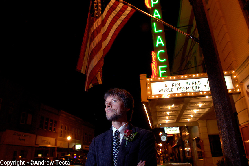 USA. Luverne.  6th September 2007.Ken Burns outside the Palace theatre, where he premiered his new film, The War..©Andrew Testa/Panos for Newsweek