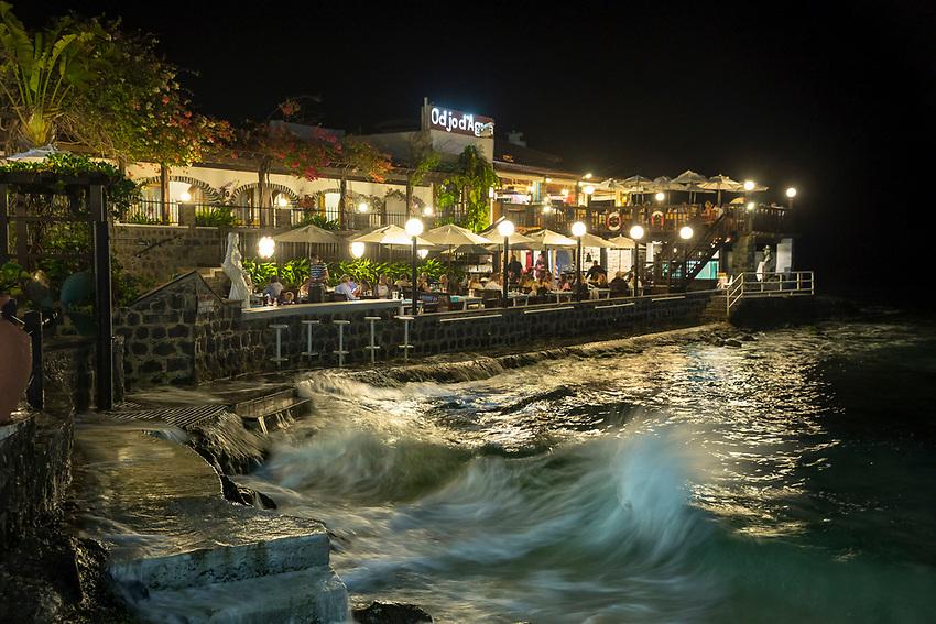 Cabo Verde, Kaap Verdie, KaapVerdie, sal kaapverdie santa maria 2017<br /> Santa Maria, officieel  is een plaats in het zuiden van het Kaapverdische eiland Sal met 6.272 inwoners. Met de opkomst van het toerisme heeft de plaats bekendheid gekregen en is het toerisme de voornaamse inkomstenbron<br /> Kaapverdi&euml;, dat behoort tot de geografische regio Ilhas de Barlavento<br />   foto  Michael Kooren<br /> promenade Santa Maria   sunshine, restaurants, bars, nightlife