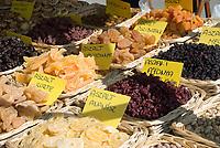 HUN, Ungarn, Budapest: getrocknete Fruechte, Verkaufsstand | HUN, Hungary, Budapest: dried fruit, market stall