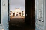 20060213 - France - Vincennes<br />ENTRE DU CHATEAU DE VINCENNES, COTE BOIS DE VINCENNES<br />Ref: CHATEAU_DE_VINCENNES_004 - © Philippe Noisette